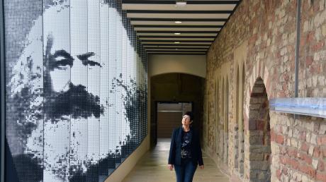 Mit ziemlicher Sicherheit sähe Karl Marx die Datensammelwut von Facebook und Co. kritisch.