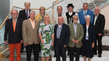 Die Empfänger der Silberdistel 2017 kamen kürzlich zu einer Feierstunde im Augsburger Medienzentrum zusammen. auch Verlegerin Alexandra Holland gratulierte (grünes Kleid).