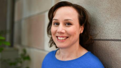 """Die Schauspielerin und Fernsehermittlerin Eva Löbau (46) will neben ihrer Rolle als """"Tatort""""-Kommissarin weiter auf der Theaterbühne stehen."""