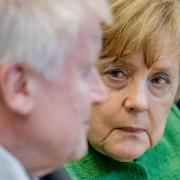 Keine besten Freunde: Die Kluft zwischen Angela Merkel und Horst Seehofer wird immer tiefer. Foto: Michael Kappeler