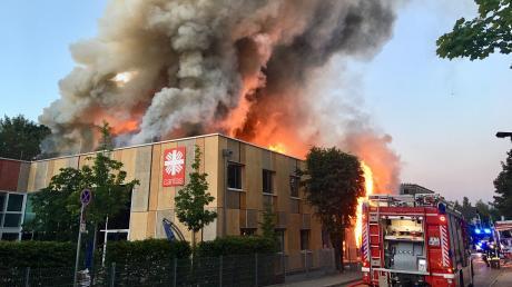 Das Feuer wütete schlimm.