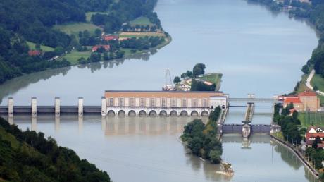 Der Wasserpegel an der Donau in Passau steigt. Die Experten des Landesamtes für Umwelt schließen nicht aus, dass  er bis zum Mittwoch auf der höchsten Meldestufe  liegen kann.