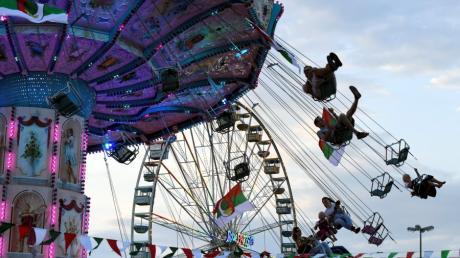 Schwabens gößtes Volksfest bietet ab 24. August wieder zahlreiche Attraktionen und ein buntes Programm. Der Herbstplärrer 2018 wartet außerdem mit einem neuen dritten Festzelt auf.