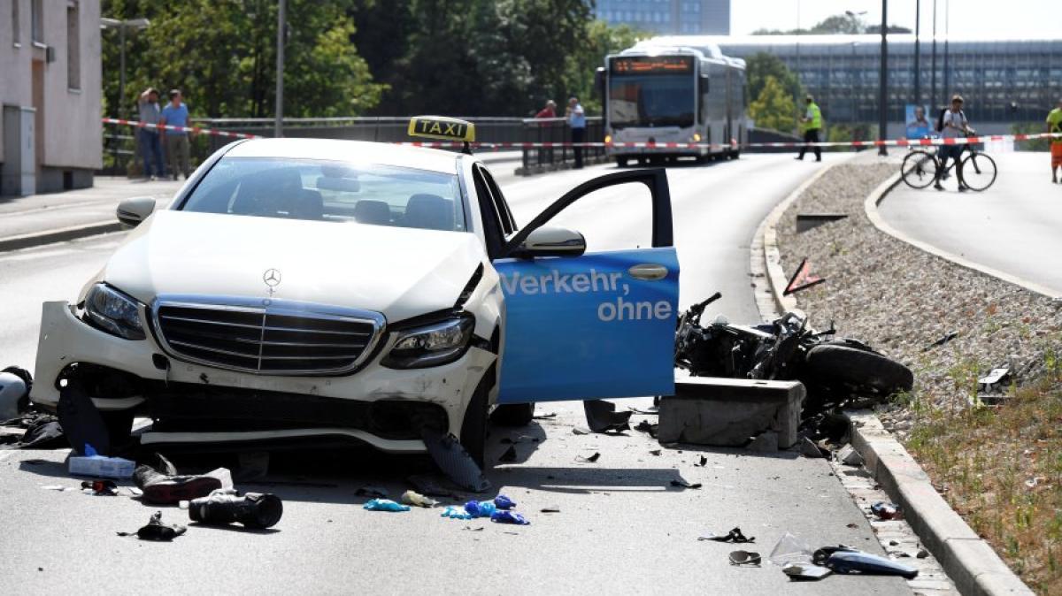 augsburg motorradfahrer stirbt nach unfall bei man br cke lokales augsburg augsburger. Black Bedroom Furniture Sets. Home Design Ideas