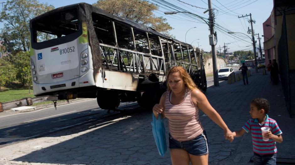 Rio De Janeiro Mindestens 13 Tote Bei Schießereien In Rio De