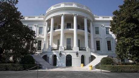Drei Manager zu Gast in Washington: Daimler-Chef Dieter Zetsche, BMW-Finanzvorstand Nicolas Peter und VW-Boss Herbert Diess sind am Dienstag im Weißen Haus.