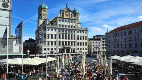 Der Rathausplatz ist ein Anziehungspunkt für Augsburger und Touristen.