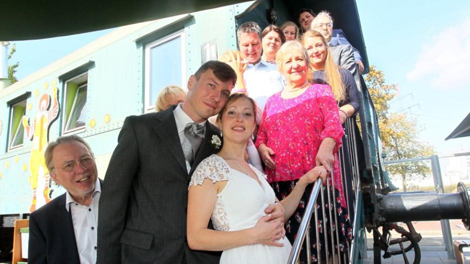 Augsburg Warum Dieses Paar Seine Hochzeit Bei Mcdonald S Feierte