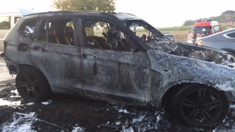 Der ausgebrannte BMW von Isabell Wolny und Christian Huber aus Lenting im Kreis Eichstätt.