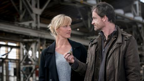 Martina Bönisch (Anna Schudt) und der Kommissar Peter Faber (Jörg Hartmann) haben am Tatort einen Hotelschlüssel gefunden. Eine erste Spur?
