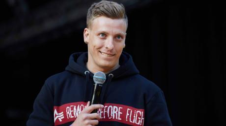 Der Comedian Felix Lobrecht muss seinen Auftritt in der Ratiopharm Arena verschieben.