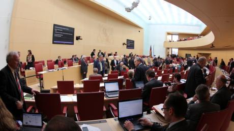 Wie viele Abgeordnete wird Augsburg künftig im bayerischen Landtag sitzen haben? In der aktuellen Legislaturperiode sind es vier, ihre Zahl könnte aber auf bis zu acht steigen.
