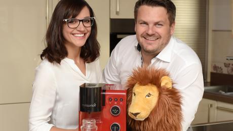 """Corina und Jochen Riedinger sind am Dienstagabend in der """"Höhle der Löwen"""". Die Gründer aus Dillingen haben einen Babymilch-Vollautomaten erfunden."""