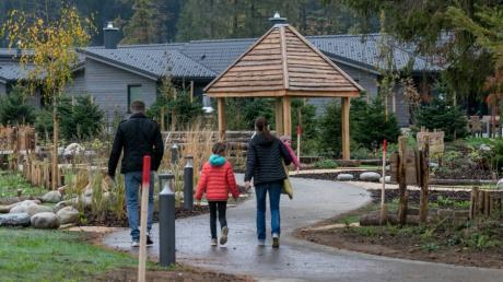 Im zweiten Anlauf hat am Montag die Center-Parcs-Anlage bei Leutkirch im Allgäu eröffnet.