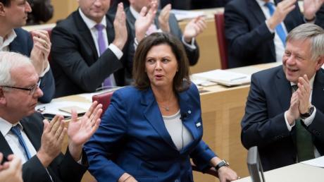 Ilse Aigner freut sich nach der Wahl zur neuen Landtagspräsidentin.