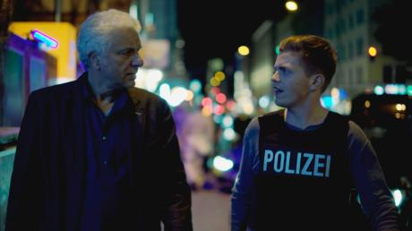 """Franz Leitmayr (Udo Wachtveitl) und sein Kollege Kalli Hammermann (Ferdinand Hofer) in einer Szene des Münchner Tatort """"Wir kriegen Euch alle"""", der am Sonntag im Ersten läuft."""