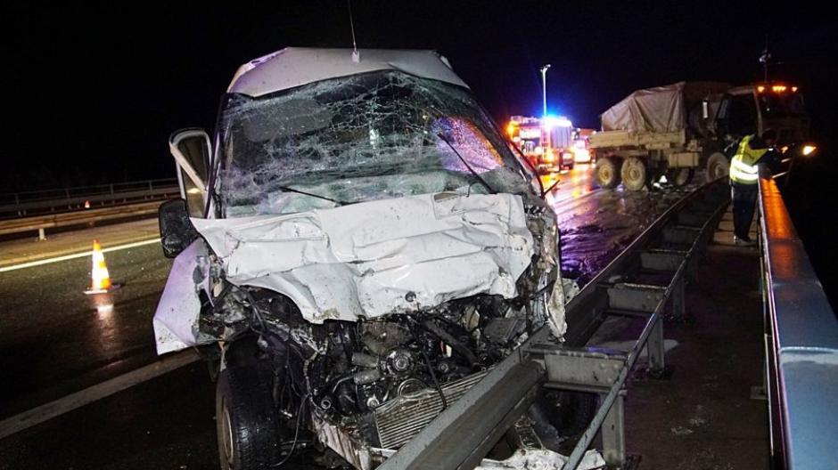 Oberpfalz Verletzte Bei Unfall Mit Us Truck Auf Autobahnbrücke