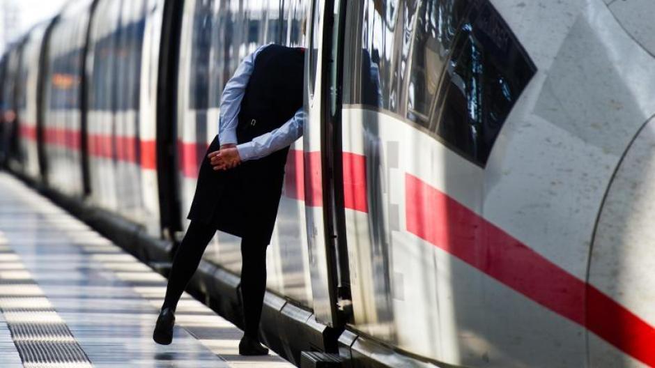 Vor allem in Nordrhein-Westfalen könnte es zu Behinderungen im Bahnverkehr kommen. Foto: Christoph Schmidt/Symbolbild