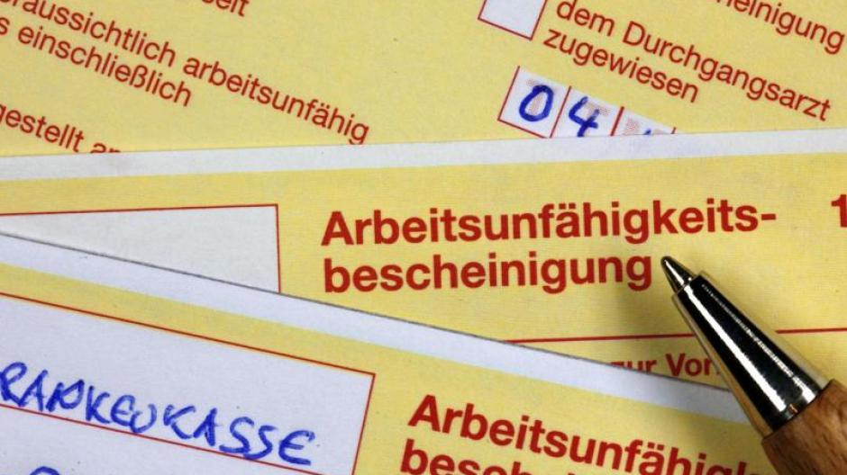 Dem Bericht zufolge belief sich die Dauer der durchschnittlichen Arbeitsunfähigkeit je Beschäftigten auf 16,7 Tage. Foto: Jens Büttner