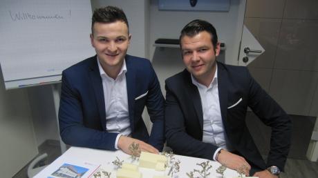 Sind im Krumbacher Immobilienbereich seit eineinhalb Jahren erfolgreich: die Inhaber der PS Finanz GmbH und Brüder Georg (links) und Johann Schlachter.