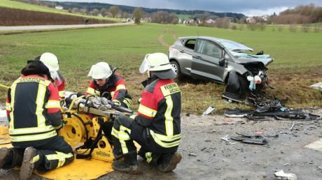 Bei einem Frontalzusammenstoß zwischen Klingen und Xyger ist an Heiligabend ein Mann gestorben, eine 18-Jährige und ihr Neffe kamen mit schwersten Verletzungen ins Klinikum.