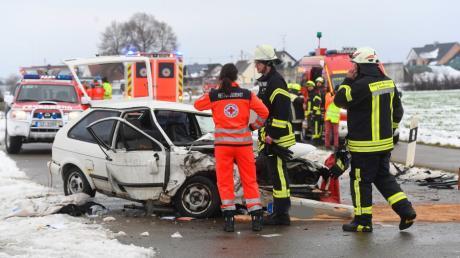 Bei einem Verkehrsunfall zwischen Konzenberg und Hafenhofen stieß ein 32-jähriger Polofahrer mit einem entgegenkommenden Fahrzeug zusammen.