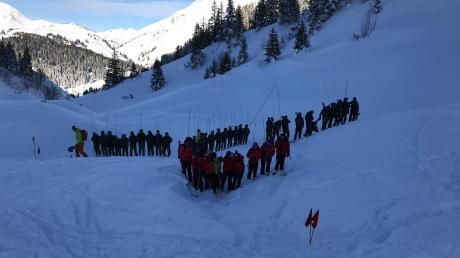 Vier Tage nach einem Lawinenabgang in Lech am Arlberg ist die Leiche des vierten verschütteten Skifahrers gefunden worden.