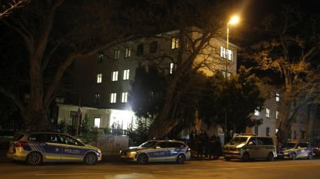 Zu einem Großeinsatz rückte die Polizei am Mittwochabend zum Asylbewerberheim in der Proviantbachstraße aus.