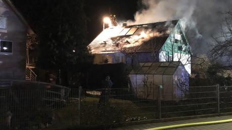 In Mödingen ist ein Einfamilienhaus niedergebrannt. Es entstand ein Schaden von 500.000 Euro.