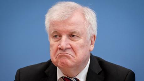Hort Seehofer zeigt sich unglücklich über die Aussagen von Thomas de Maizière.