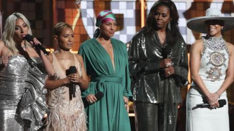 Lady Gaga (l-r), Jada Pinkett Smith, Alicia Keys, Michelle Obama und Jennifer Lopez bei der Grammy-Verleihung.