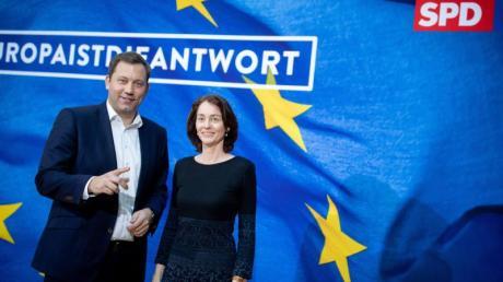Katarina Barley, SPD-Spitzenkandidatin für die Europa-Wahl, und Lars Klingbeil, SPD-Generalsekretär, stellen das Wahlprogramm für die Europawahl vor.