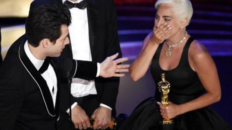 Völlig aufgelöst:Lady Gaga hat mit ihren Ko-Autoren für den Song «Shallow» einen Oscar gewonnen.