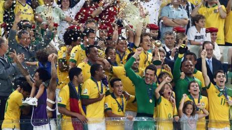 Die Brasilianer feiern den Gewinn des Confed Cups. Foto: Srdjan Suki