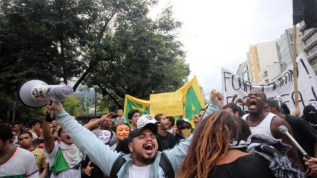 Millionen Menschen auf der Straße haben mit ihren Protesten den FIFA-Apparat zum Handeln gezwungen. Foto: Marcos Arcoverde