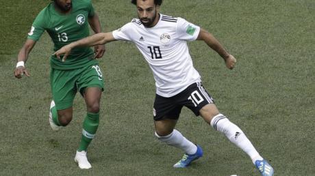 Mohamed Salah (r) soll beim Afrika-Cup Gastgeber Ägypten zu Siegen führen. Foto:Themba Hadebe/AP