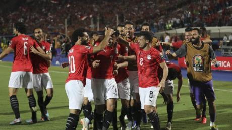 Ägyptens Spieler feiern den Sieg gegen Simbabwe. Foto: Omar Zoheiry