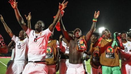 Ghanas Spieler feiern den Einzug ins Achtelfinale.