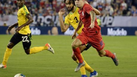 Christian Pulisic (r) schoss die USA ins Gold-Cup-Finale. Foto: Mark Zaleski/AP