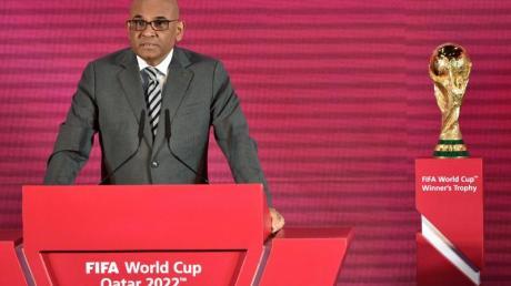 Windsor John, Generalsekretär der AFC, bei der Auslosung für die zweite Runde der WM-Qualifikation.