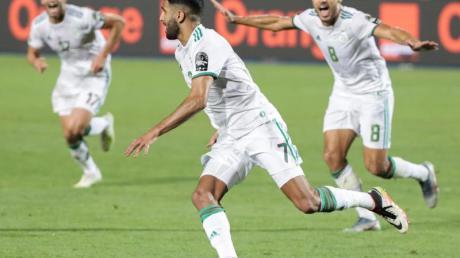 Afrika Cup 2019: Riyad Mahrez (M) schoss Algerien ins Finale.