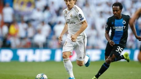 Luka Modric (l) und Real Madrid taten sich schwer gegen den FC Brügge. Foto: Bruno Fahy/BELGA/dpa