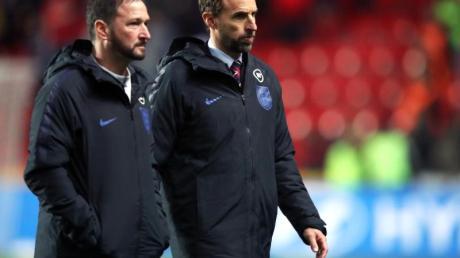Bedient: England-Coach Gareth Southgate (r) nach der Pleite in Prag. Foto: Nick Potts/PA Wire/dpa