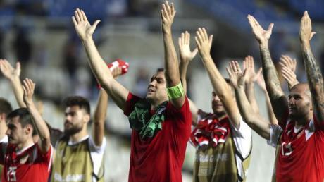 Die russischen Spieler feiern das 5:0 gegen Zypern.