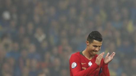 Applaus, Applaus: Cristiano Ronaldo hat in der EM-Qualifikation gegen die Ukraine das 700. Tor seiner Laufbahn erzielt. Foto: Efrem Lukatsky/AP/dpa
