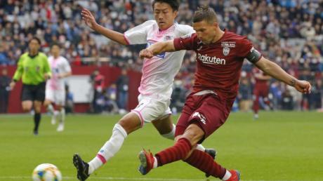 Siegreich mit Vissel Kobe: Lukas Podolski (r). Foto: -/kyodo/dpa