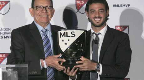 Als bester MLS-Spieler der Saison ausgezeichnet:Carlos Vela (r). Foto: Javier Rojas/Pi/Prensa Internacional via ZUMA/dpa