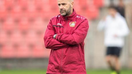 Leverkusens Trainer Peter Bosz hat die Hoffnung auf das Weiterkommen pflichtschuldig nicht aufgegeben.