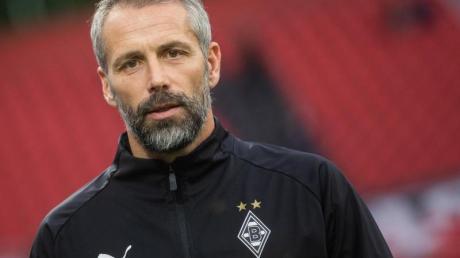 Trainer Marco Rose hat mit Gladbach noch eine kleine Chance auf den Verbleib in der Europa League. Foto: Rolf Vennenbernd/dpa