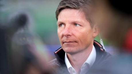 Trainer Oliver Glasner will mit dem VfL Wolfsburg die K.o.-Phase der Europa League erreichen. Foto: Peter Steffen/dpa